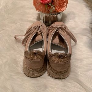 Kendall & Kylie Shoes - Kendall & Kylie blush and rose gold shoe 71/2